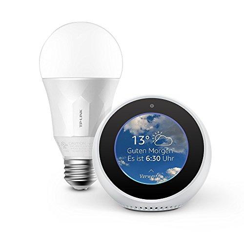 Wir stellen vor: Amazon Echo Spot – Weiß inkl. TP-Link Smart LED E27 Glühbirne